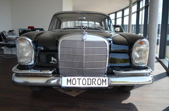 Mercedes-Benz W111  220 Heckflosse
